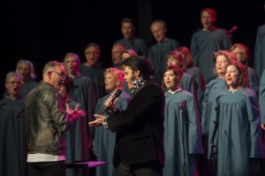 Enköpings Kammarkör har Elvis-konsert med Henrik Åberg 2013