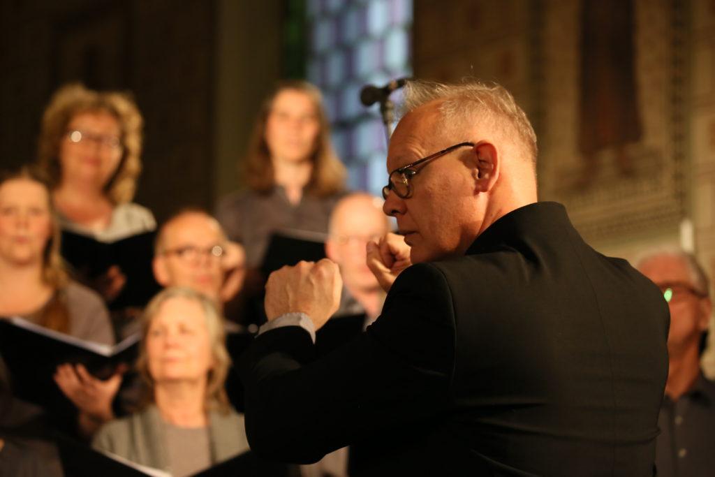 Enköpings Kammarkör och Peter Melin har julkonsert 2017