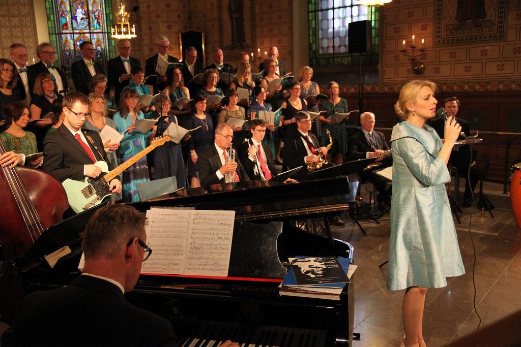 Enköpings Kammarkör sjunger med Margareta Bengtson 2014