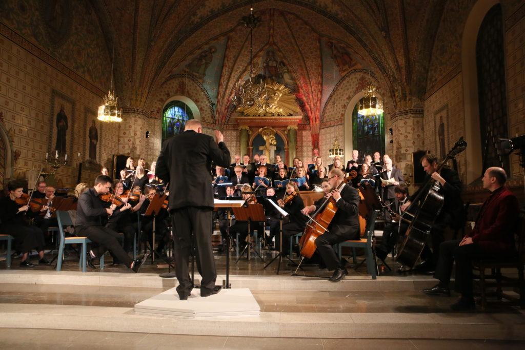 Enköpings Kammarkör avslutar jubileumsåret 2018 med att sjunga Bachs Juloratorium i Vårfrukyrkan, Enköping.
